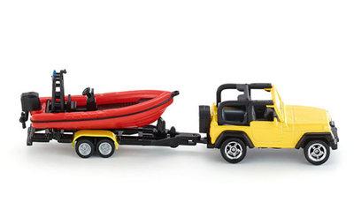 Jeep met speedboot